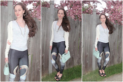 Pauline - Target Heathered Blue Tee, Romwe Swan Leggings, Forever 21 Sweater, Coach Clutch - Summer Swan (on my blog)
