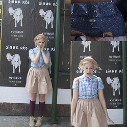 Petite Mädchen - H&M Blue Gingham Button Up, Uniqlo Tan Pleated Skirt, Maroon Knee Socks, Ebay Tan Chukkas, Hand Me Down Tan Bowler Hat, J. Crew Blue Sparkle Backpack - KVEIKUR
