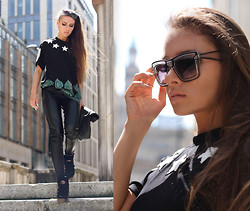 Paula Suchowera - Brylove 'Berlin 01' Transparent Shades, Choies Number, Floral Tee, Kuba Smaga Leather Lunch Bag, Vintage Leather Pants, Diesel High Top Trainers - Varsovie