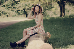 Georgina Walker - Maximo Dutti Hat, In Love With Fashion Dress, Vintage From Paris Bag, Miss Selfridge Boots - Afternoon.