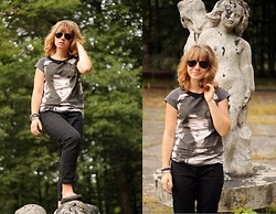 Karolina B - Sinsay T Shirt - An afternoon stroll!