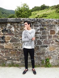 Pelayo Salor - H&M Tricot, Pull & Bear T Shirt, Primark Jeans, H&M Shoes - Love will never die