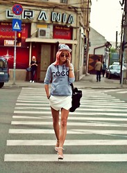 Alina Ceuşan - Your Trend Hoodie, Zara Assimetrical Shorts, Zara Sandals, H&M Cap, Stradivarius Bag - Chic Atletique