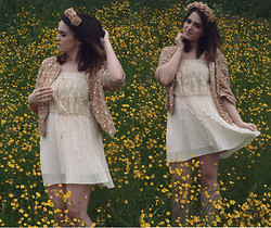 Rachael Dobbins ♡ - Roses And Clementines Caramel Rose Crown, River Island Beaded Lace Jacket, Topshop Lace Crop Top - Buttercup field