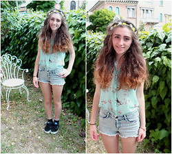 Prim Grace - Bershka Shirt, Accessorize Crown, H&M Shorts, Vans Shoes, H&M Socks - Fresh
