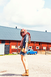 Elin H - Cubus Tee Dress, Skodej Gladiator Sandals, London Streets Paisley Scarf, Monki Small Brown Bag - LIKE OLD TIMES