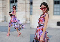 Zina CH - Jimi Janis Dress, Marc By Jacobs Sunglasses, Miu Clutch - Paris Fashion Week
