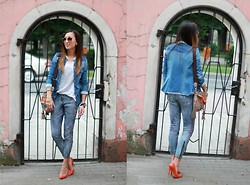 Ula H - Muubaa Leather Pants, Zara Pumps, Zara Shirt, Robert Kupisz Top, Ray Ban Sunglasses - At the gate
