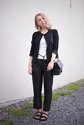 Maria Morri - Cos Blazer, H&M Top, Other Stories Crepe Pants, Proenza Schouler Bag, Vagabond Sandals - Good Stuff