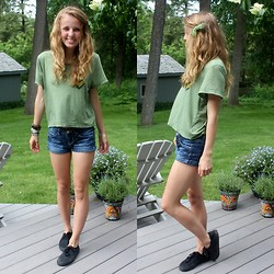 Chelsey Knuth - Diy Green Ribbon Bow, Delia's Camo Baggy Top, Mossimo Denim Shorts, Assorted Bracelets, White Stag Black Sneakers - Beach Hair