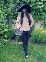 Tereza Saki - Lindex Black Hat, Forever 21 Brown Blouse, Vintage Satchel, H&M Golden Ring With Black Heart, Thrifted Black Jeans, Offbrand Black Pumps - Hush