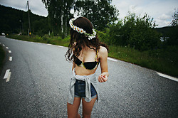Kaja Petrusson - H&M Bikini, H&M Denim Highwaist Shorts, Second Hand Sweater - DAISIES, BIKINI AND CURLS