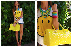 Marta Carriedo - Imagine Silicon Bag, Pull & Bear Smiley T Shirt, Imagine Multicolor Jewelry, Oysho Wedges - Yellow for this summer!