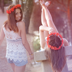 Nat @unmatchafrappe - Blanco Crochet Top, Levi's® Jeans - DIY Flower Crown