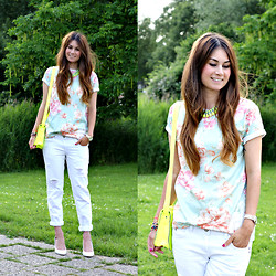 Larissa Verbon - Necklace, Aloha From Deer Flower Tshirt, New Look Boyfriend Jeans, Supertrash Wedges, New Look Bag, Hema Watch, Hip By Linda Bracelets - Light & Flowery