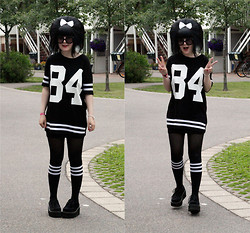 Panda . - Prada Sunglasses, Bikbok Top, Lindex Socks, Demonia Shoes - 13-07-06