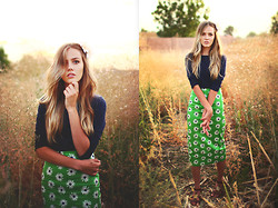 Heather Bybee - Hand Me Down Blue Long Sleeve, H&M White Flowers, Asos Green Daisy Skirt, Q Brown And Gold Sandals - Hang me up to dry