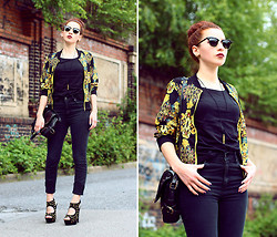 Amelie S. -  - Black & gold from head to toe