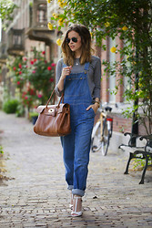 Christine R. - Ray Ban Sunglasses, Citizens Of Humanity Dungarees, Mulberry Bayswater Bag - Denim dungarees
