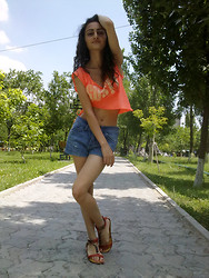 Ruzanna Margarian - Gloria Jeans Top, Shorts, Sandals - My summer wine