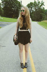 Stacey Belko - Ray Ban Sunglasses, American Apparel Crop Top, Funktional Shorts, Alexander Wang Shoes - Back to black.