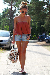 Magdalena Knitter - Burberry Bag, Asos Top, Chanel Sandals - A bit of summer!