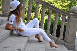 Marita Sürma - Guess? Sandals - ALL WHITE | SPORTY ELEGANCE