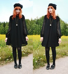 Anna Salo - Vintage Hat, Second Hand Dress, Second Hand Shoes - Lady in black