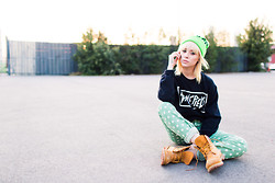 Alysha Nett - Dimepiece Beanie, Dimepiece Crew Neck, M2f Printed Denim, Timberland Wheat Timbs - When it was cold (kinda)