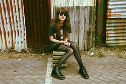 Martine Haanschoten - H&M Mick Jagger Mens Tee, Primark Lace Tights, Dr. Martens Boots, Ray Ban Clubmaster Sunglasses - Sleep paralysis.