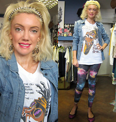 Roxanne Rokii - Rokii Denim Shirt £20, Rokii Silver Spike Headband   £4.50, Rokii Gold Aztec Earings £3.00, Rimmel Kate Moss Pink Lipstick   £4.00, Soul Ii The Funky Dreds Original Worldtour T Shirt 1990, Rokii Space Leggings £10, Shelleys Pink Metallic Pumps C2006 - 16-07-13 - Soul II Soul Original Tour Tee