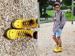 Joseff Lopez (Seffinisto) - Dr. Martens Hincky Smiley 8 Eye Boot, Thrift Blue Oversized Striped Shirt - Don't worry, be happy