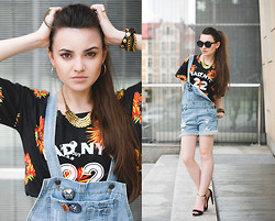Mirella Szymoniak - Merrin&Gussy Bracelet, Sheinside Jeans, Bershka Shoes, Sheinside Tee, House Necklace, H&M Earrings, Brylove Sunglasses, House Rings - Bad NYC