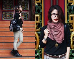 Cy Rasella - Sophie Bag, Ray Ban Glasses, Zara Jeans, Dr. Martens Boots, Gome Watch - Red Lipstick