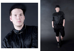 Wyatt Morgan - H&M Cap, Monki Black Leopard Shirt, C&A Sport Shorts, Vans White Sox - DARKWHITE(DOT)NET