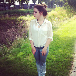 Joy K - H&M White Blouse, Supertrash Dipdye Jeans - Casual sunday