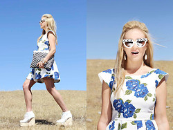 Marika F - Minkpink Feeling Blue Crock, Aldo Trevis Clutch, Nasty Gal Olga Lace Up Boot, Prada Flower Square Sunglasses, Kendra Scott Earrings And Bracelets - Modern Funk: Checkered and Floral