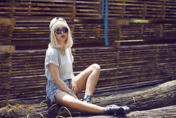 Anna Zhu - Jeffrey Campbell Boots, Diy Shorts, Topshop Tshirt, River Island Snapback, Ray Ban Sunglasses - What a beautiful day.