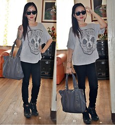 Dalz Salas - Skull T Shirt, Uniqlo Black Pants, Nine West Gray Tote Bag, Marc By Jacobs Black Boots, Ray Ban Black Rayban - Skull Tee ^_^