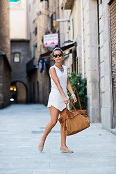 Sara E. - H&M Top, Ikks Bag, Zara Espadrilles, Zara Skirt - Total White in Barcelona