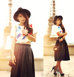 Anastasia Siantar - Diy Cropped Top, Black Leather Skirt, Charlotte Olympia Dolly Pumps, Hermës Cdc Bracelet - Place du Tocadéro