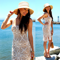 Jessica R. - Emmaoclothing Crochet Dress, Meredith Hahn Starfish Gold Necklace, Oia Jules Chain Bracelet, Coach Woven Heels, Sunhat - Crushing on Crochet