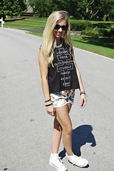 Chloe & Amy - Truly Madly Deeply Musle Tee, Free People Shorts, Converse Sneakers - Florals