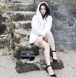 Kelly Nicole - Choies Fluffy White Coat, Asos Pointed Heels, Chanel Leather Handbag - Howick Point #KellyNicoleBlog
