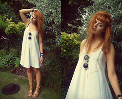 Saskia I - Missguided Dress, Boohoo Sunglasses, Missguided Sandals, New Look Hat - Old habits die hard