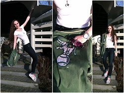 Pauline - Juicy Couture Pendant, Vintage A's Jersey, Sperry Topsider's Shoes - A's (on my blog)