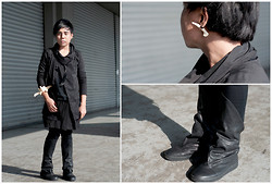 Juan Lorenzo - Unisex Rewind Asymmetrical Cowl Neck Shirt, Os Bone Earrings, Os Bone Shackle, Maison Martin Margiela Hair Lock Necklace, 5cm Kilt, Uniqlo Skinny Jeans, Chapter Seven Sneakers - SICK OWENS