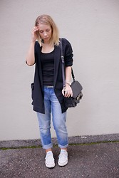 Maria Morri - Cos Boxyblazer, Gina Tricot Top, H&M Boyfriend Jeans, Proenza Schouler Shoulder Bag, Converse Shoes - Let her have his jeans
