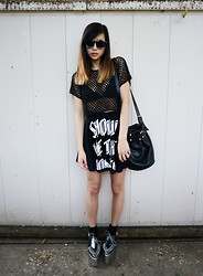 Alyssa Lau - Somedays Lovin' Netted Top, Femmex Show Me The Money Skirt, Chic Wish Bucket Bag, Choies Sunglasses - The more I see the less I know
