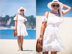 Olga Choi - Oasap Bracelet, Chic Wish Dress, Oasap Bag, Céline Glasses, 8 Seconds Hat - White dove fly with the wind